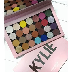 Палетка теней на магнитах KYLIE One Open Palette.